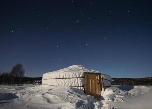 Yurt auroras1